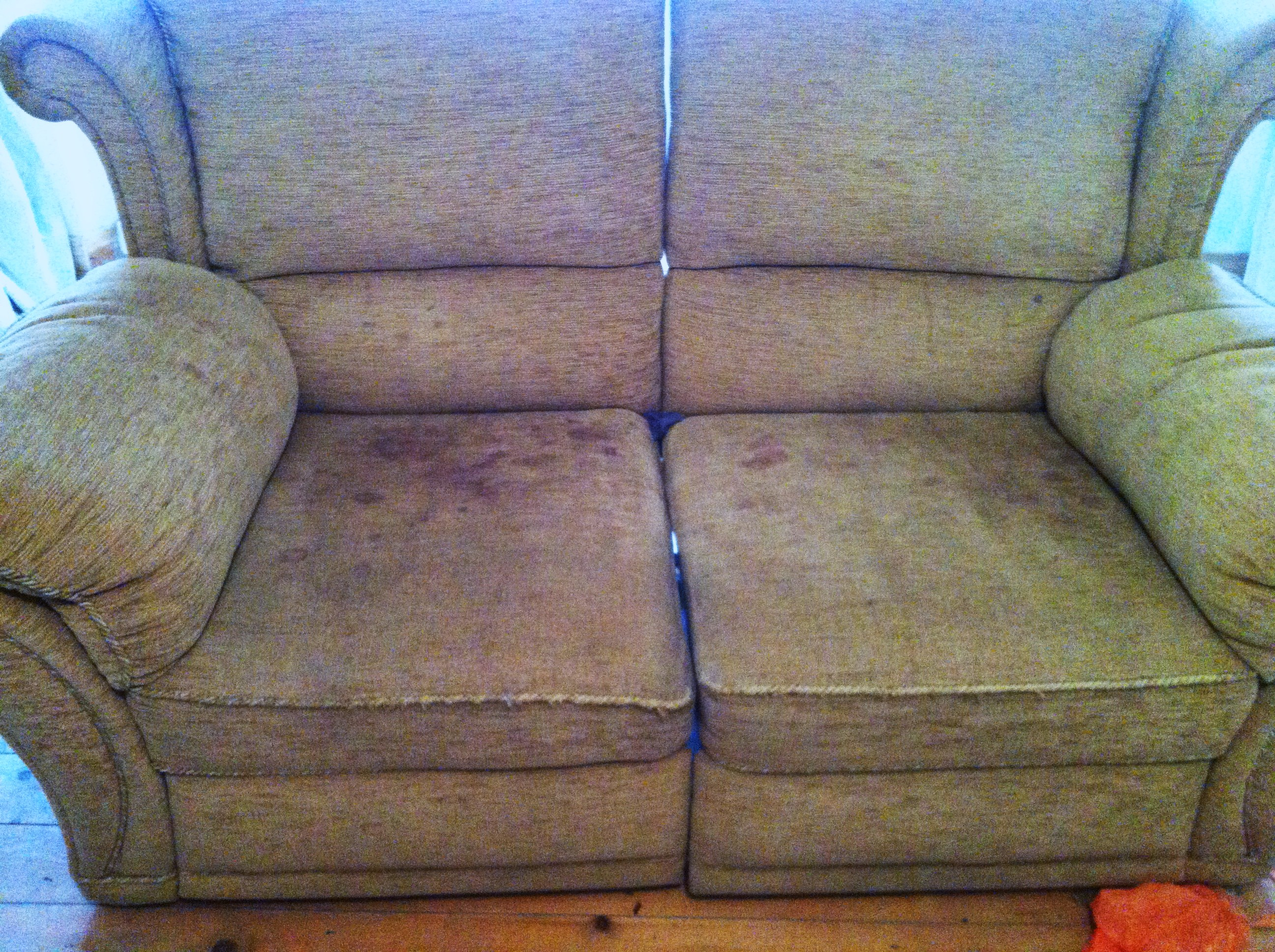 Different Methods of Removing Coffee or Tea Stain on Upholstery